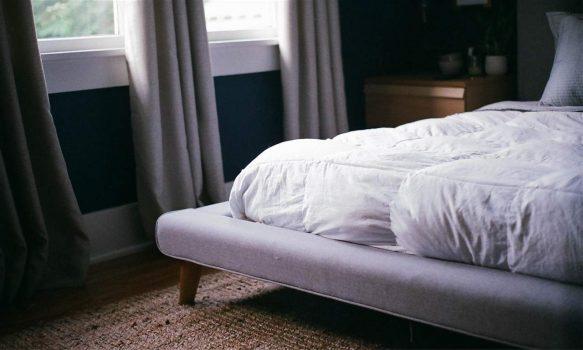 Colchón de cama limpio