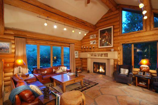 casa con paredes de madera