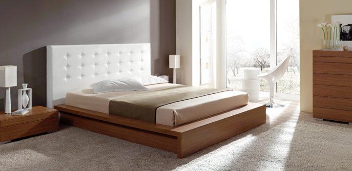 cama con cabecera acojinada